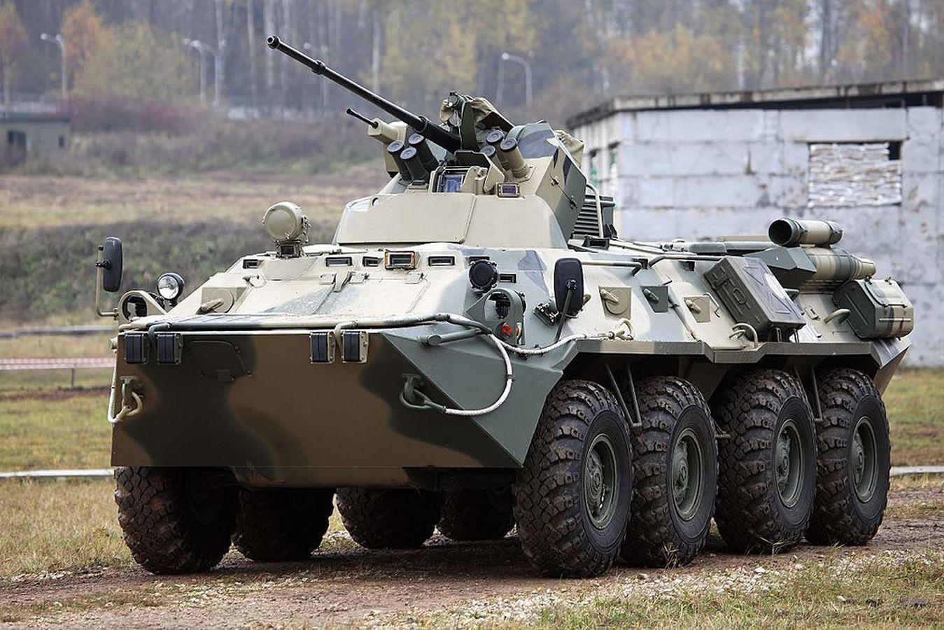 Russie véhicules blindés de combat à roues BTR 82AM © Russian MoD