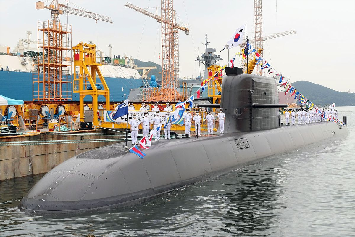 Le sous-marin SS 083 Dosan Ahn Changho du type KSS-III admis au service actif © DSME